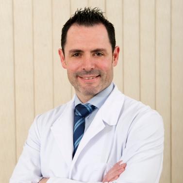 dr-Cesar-Flores-CV