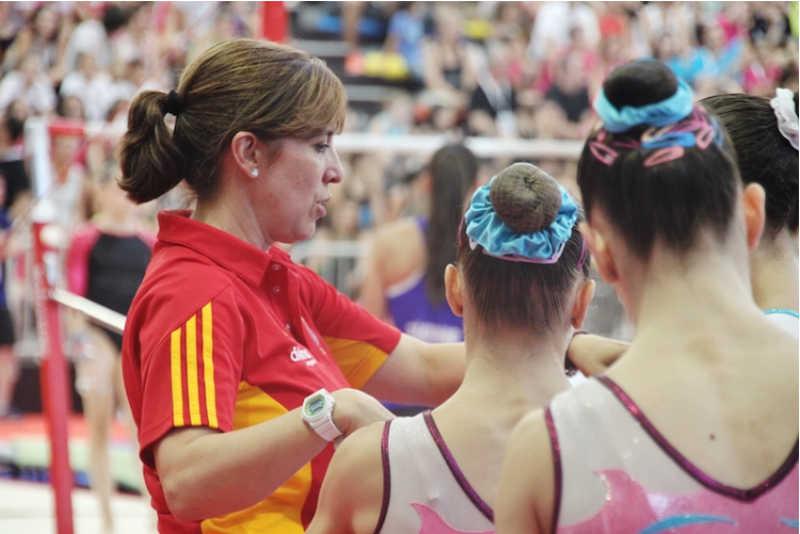 La campeona de España de gimnasia, Helena Bonilla, operada del LCA por el Dr.Leyes