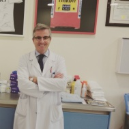 Dr. Leyes en su nueva consulta